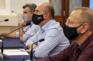Perotti, dirigentes y expertos analizaron la situación sanitaria de Santa Fe   -  -