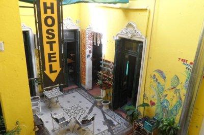 Camas de hoteles para pacientes Covid: cómo cae en el sector la opción que baraja la provincia
