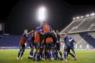 Vélez le ganó a Huracán y se afianzó como líder de la Zona B