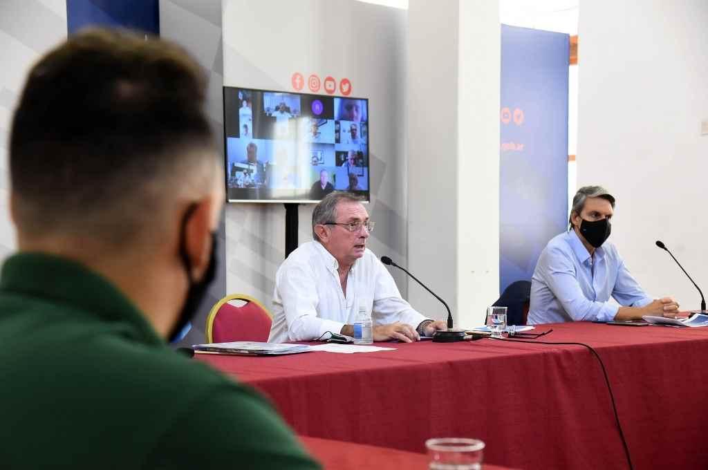 Costamagna y Grandinetti, entre los funcionarios participantes del encuentro con empresarios.     Crédito: Gobierno de Santa Fe