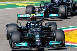 Mercedes arranca conforme en Imola