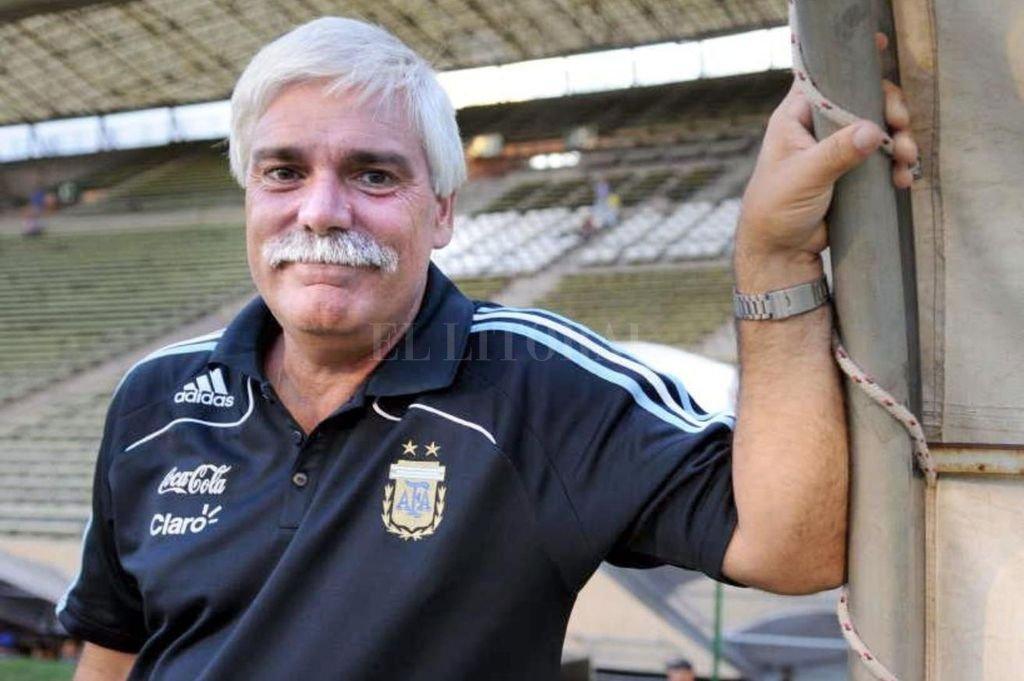 El profesor Gerardo Salorio, un puntal fundamental para José Néstor Pekerman, voz autorizada y experimentada para hablar de fútbol. Crédito: El Litoral