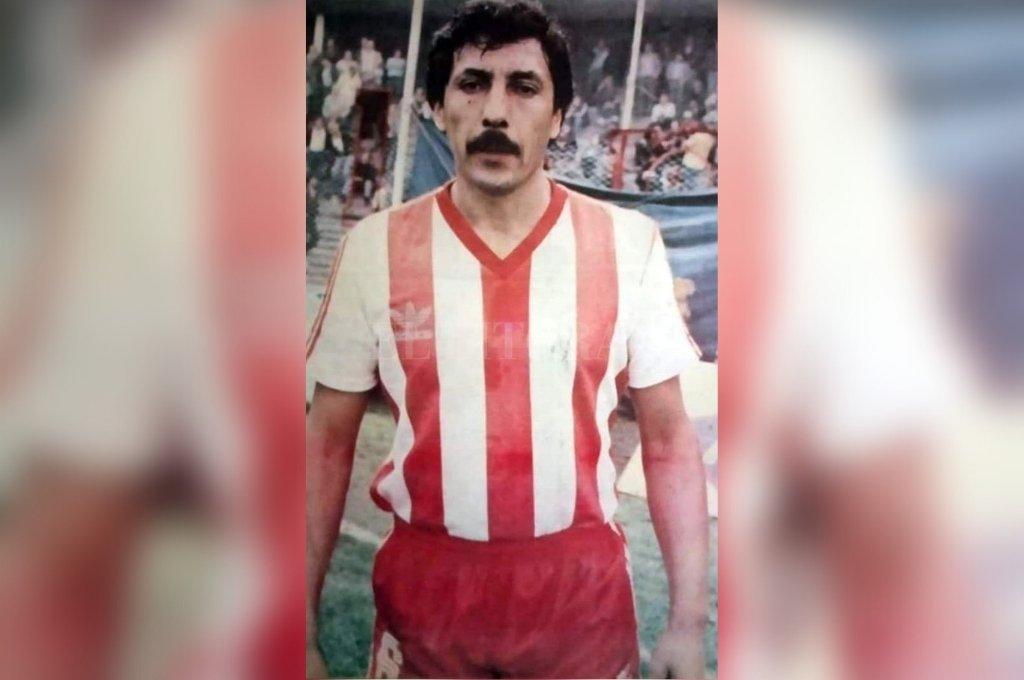 Una gloria de Unión. Toda una verdadera postal de Pablo de las Mercedes Cárdenas, con la camiseta rojiblanca marca Adidas del Club Atlético Unión. Sin dudas, el