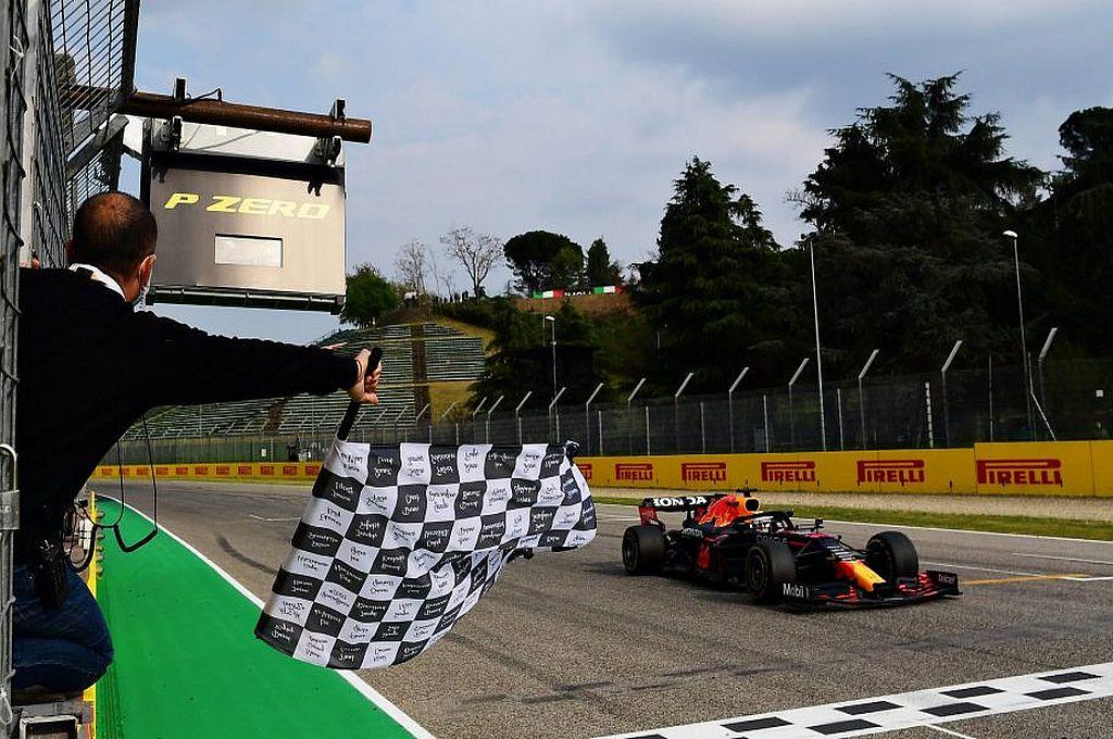 Durante la carrera el clima se convirtió en un factor decisivo en el inicio debido a que los pilotos empezaron compitiendo con el piso mojado producto de una llovizna caída minutos antes del inicio de la competencia. Crédito: Fórmula 1