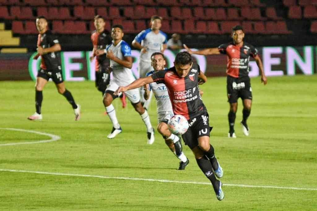 Con gol de Farías, Colón vence 1 a 0 a Godoy Cruz -  -