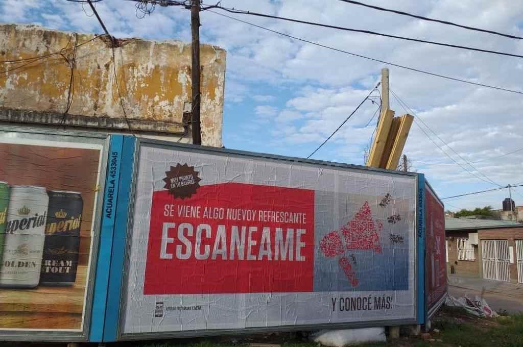 ¿Y esto? Uno de los carteles que aparecieron en la ciudad.    Crédito: Gentileza