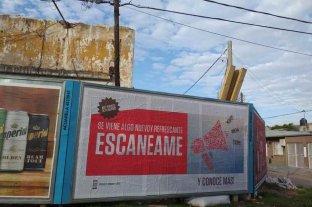 La ciudad empapelada con QR: ¿Qué es y para qué sirve el código?   - ¿Y esto? Uno de los carteles que aparecieron en la ciudad.