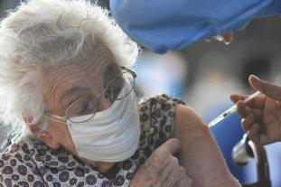 Vacunan con la segunda dosis de la Sputnik a mayores de 90 años en Santa Fe -