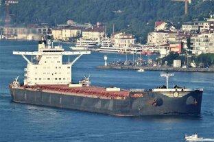 Un carguero quedó aislado en la isla griega de Creta tras hallarse un muerto y 10 contagiados