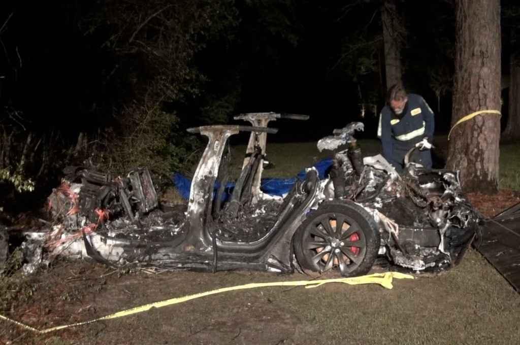Así quedo el auto Tesla tras el accidente. Crédito: Gentileza