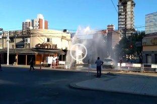 """Video: un trabajo de ASSA se convirtió en una """"fuente"""" en Urquiza y Bulevar Pellegrini"""