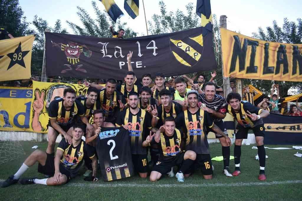 Peñarol demostró garra y por eso el merecido festejo tras la victoria. Crédito: Sur24
