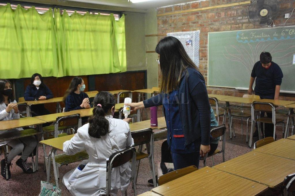 A las escuelas se volvió con los cuidados y el protocolo correspondiente. Crédito: Flavio Raina