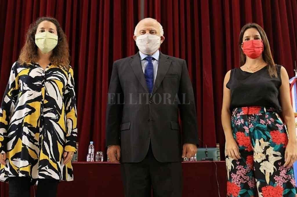 La mesa elegida en abril del año pasado en el Paraninfo de la UNL: Senn, Lifschitz, De Ponti.    Crédito: Archivo El Litoral