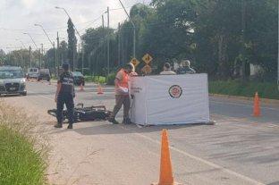 Córdoba: se cayó de la moto y murió aplastada por un camión