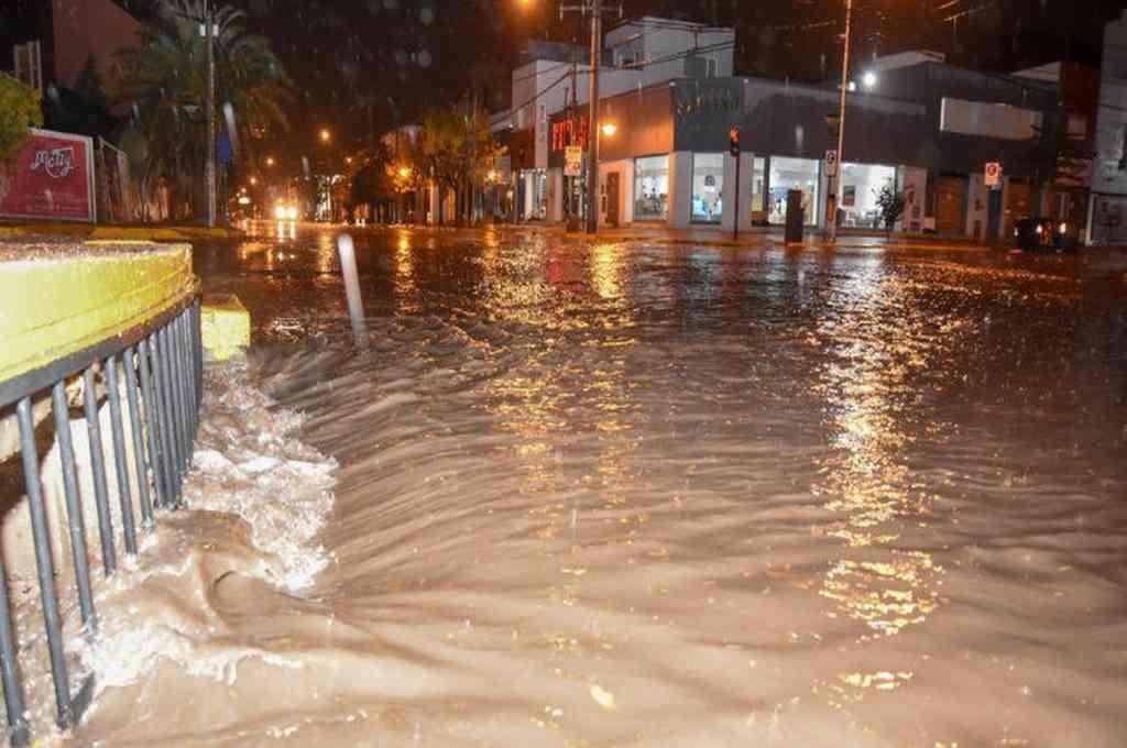 Fuerte tormenta en Neuquén dejó calles inundadas.  Crédito: Gentileza