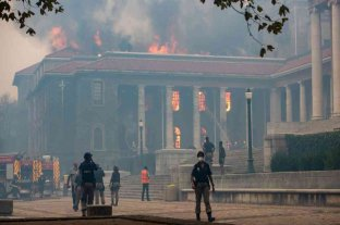 Sudáfrica: un incendio arrasó con la histórica Biblioteca Jagger y destruyó colección única de obras africanas
