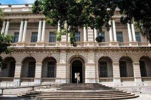 Los docentes de la Universidad Nacional de Rosario iniciaron un paro de 48 horas por salarios