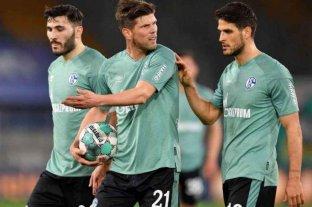 Video: Schalke 04 descendió y los jugadores tuvieron que escapar de su propia hinchada