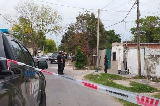 Acribillan a tiros a un hombre dentro de su vivienda en Rosario