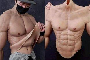 Crean trajes hiperrealistas que hacen parecer musculosos a los hombres