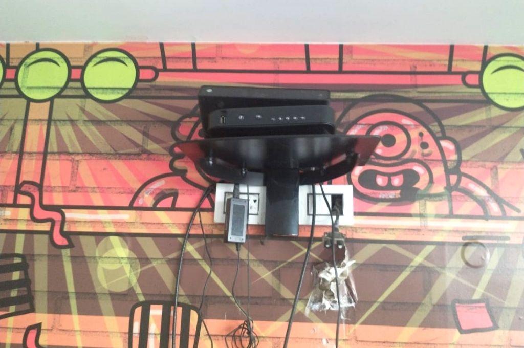 Entre los objetos sustraídos se llevaron un televisor de 55´ que estaba empotrado a la pared. Crédito: Gentileza