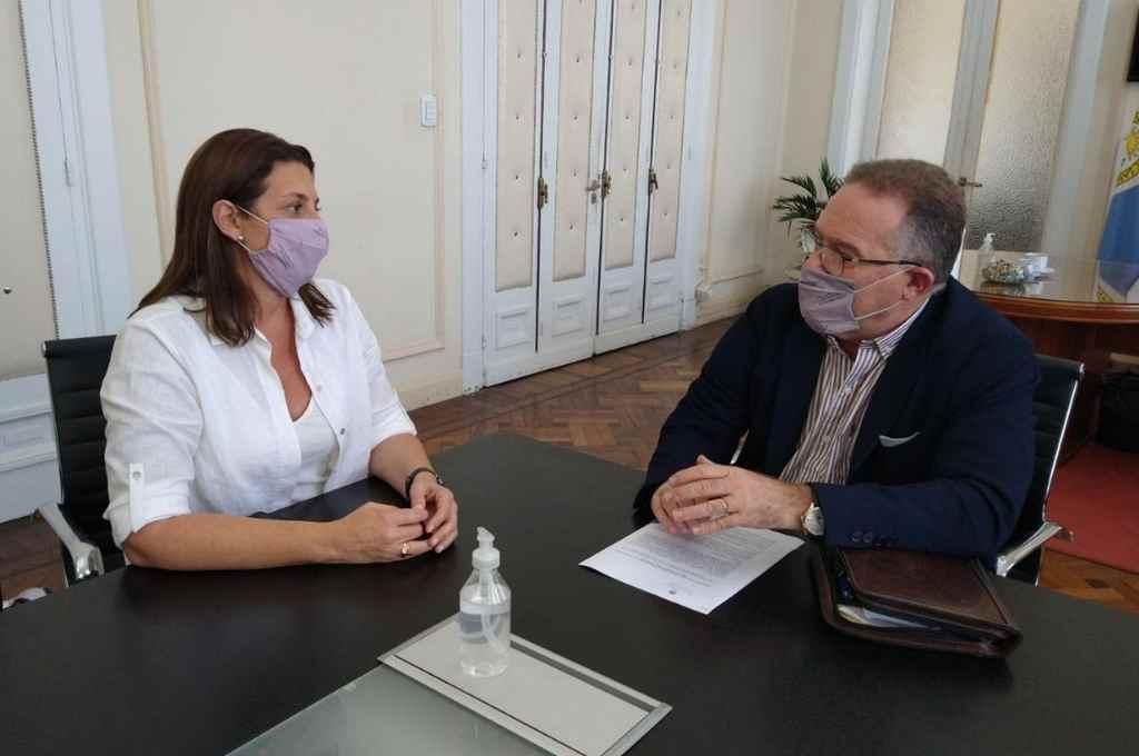 Florito tuvo un largo encuentro con el ministro Lagna para analizar la problemática en barrios de los grandes centros urbanos.     Crédito: Prensa Florito