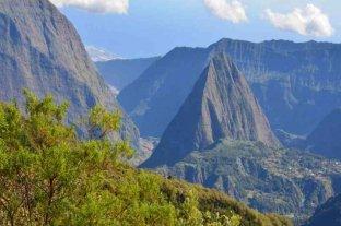 Francia: hallaron muertos a dos jóvenes excursionistas en volcán de la Isla de La Reunión