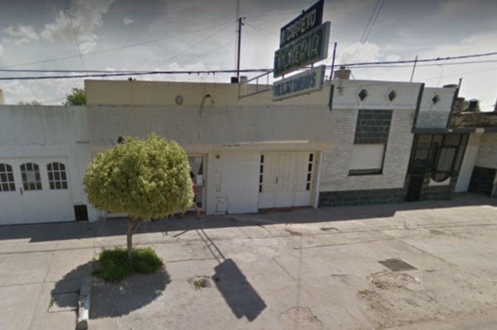 El frente de la cochería donde era velado Calegari. Crédito: Captura de Google Street View