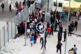 Video: intentaron ingresar con violencia a un ministerio porteño