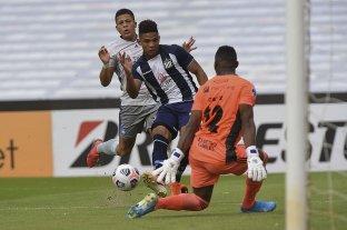 Talleres no pudo mantener la ventaja y cayó ante Emelec en Córdoba