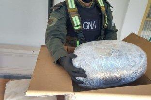 Secuestraron 13 kilos de marihuana que iban ocultos como encomienda