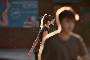 Covid: la provincia de Santa Fe reportó 37 fallecidos y 2.067 contagios, que superaron los 260 mil acumulados -  -