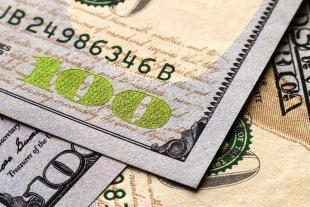 """El dólar oficial abre estable y el """"blue"""" aumenta a $ 147"""