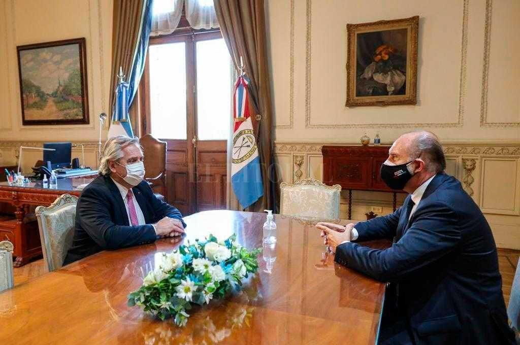 Alberto Fernández se reunió en Rosario con Perotti -  -