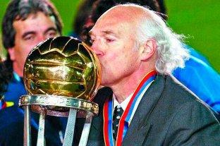 La Conmebol homenajeó a Carlos Bianchi