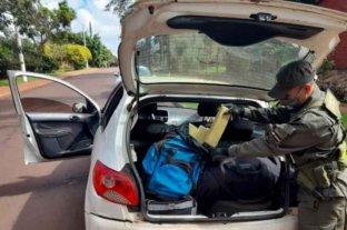 Intentó huir con casi 60 kilos de marihuana en su auto y quedó detenido
