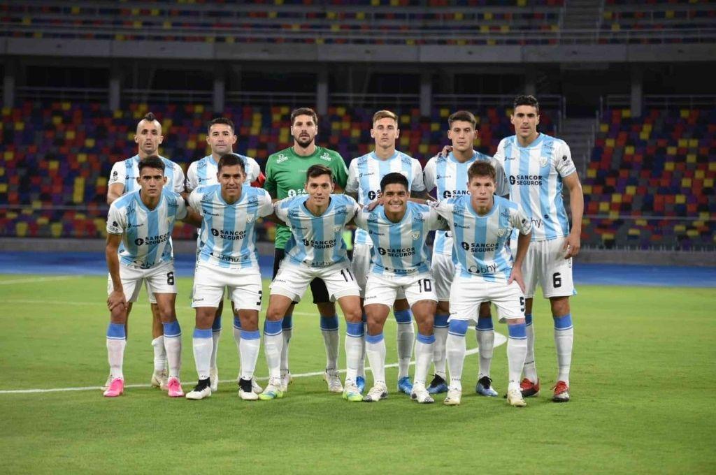 El equipo de Atlético que ayer consiguió un gran triunfo en Santiago del Estero. Crédito: Gentileza