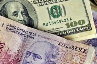 """El dólar oficial abrió estable este viernes y el """"blue"""" se vende a $ 151"""