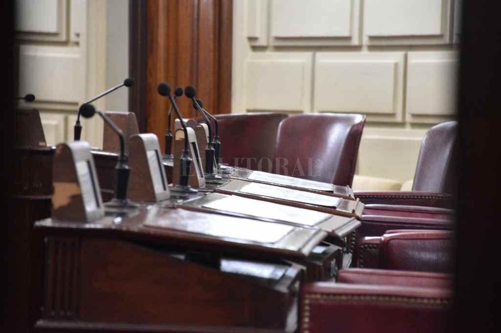 Las bancas aguardan la convocatoria a los diputados.    Crédito: Manuel Fabatía