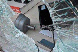 Daño y robo en un comercio  de la peatonal San Martín