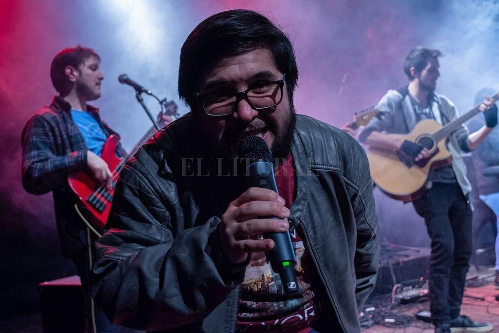 Juane Voutat y Los Aliados, la backing band con la que recorrió diversos escenarios, hoy paralizada por la situación pandémica. Crédito: Gentileza RR Fotografía