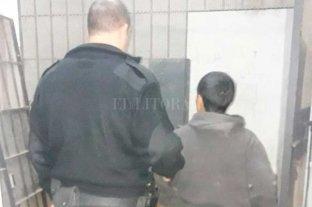 Lo detuvieron por incumplir las restricciones y comprobaron que era un evadido de la comisaría
