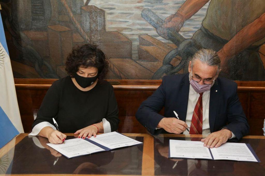 La ministra Carla Vizzotti y el presidente del Sistema Nacional de Semillas (INASE), Joaquín Serrano Crédito: Ministerio de Agricultura, Ganadería y Pesca