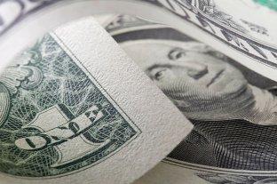 El dólar cerró a $ 99,34 y el blue en un promedio de $ 150