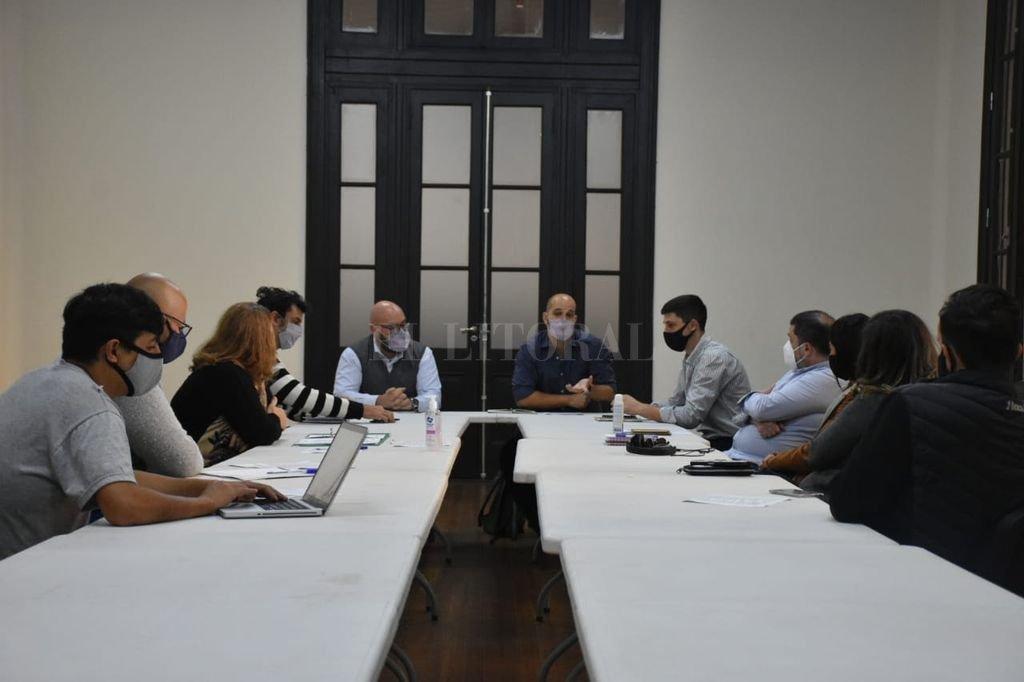 El secretario municipal de Educación y Cultura, Paulo Ricci, encabezó el encuentro, que tuvo lugar en la Estación Belgrano. Crédito: Gentileza Municipalidad de Santa Fe