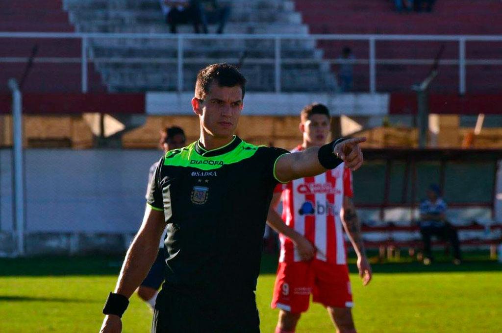 Enzo Silvestre hizo su debut en Misiones como árbitro principal en el Federal A. Crédito: Gentileza Prensa Crucero del Norte