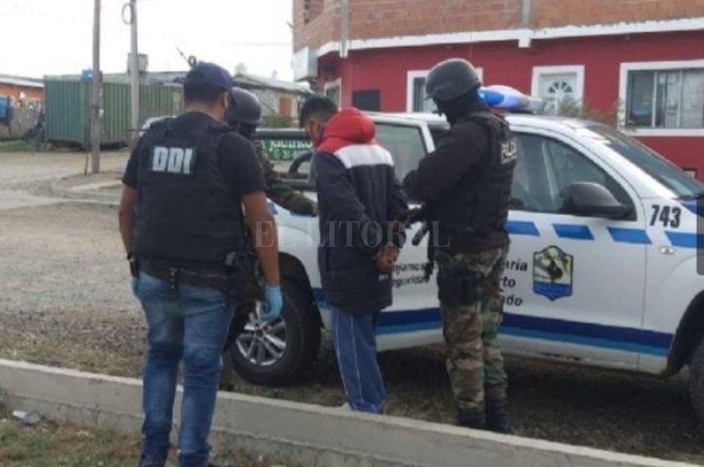 La policía de Puerto Deseado capturó a Patricio Ismael Torres temprano por la mañana, el sábado 17 de abril. Crédito: Gentileza AIC