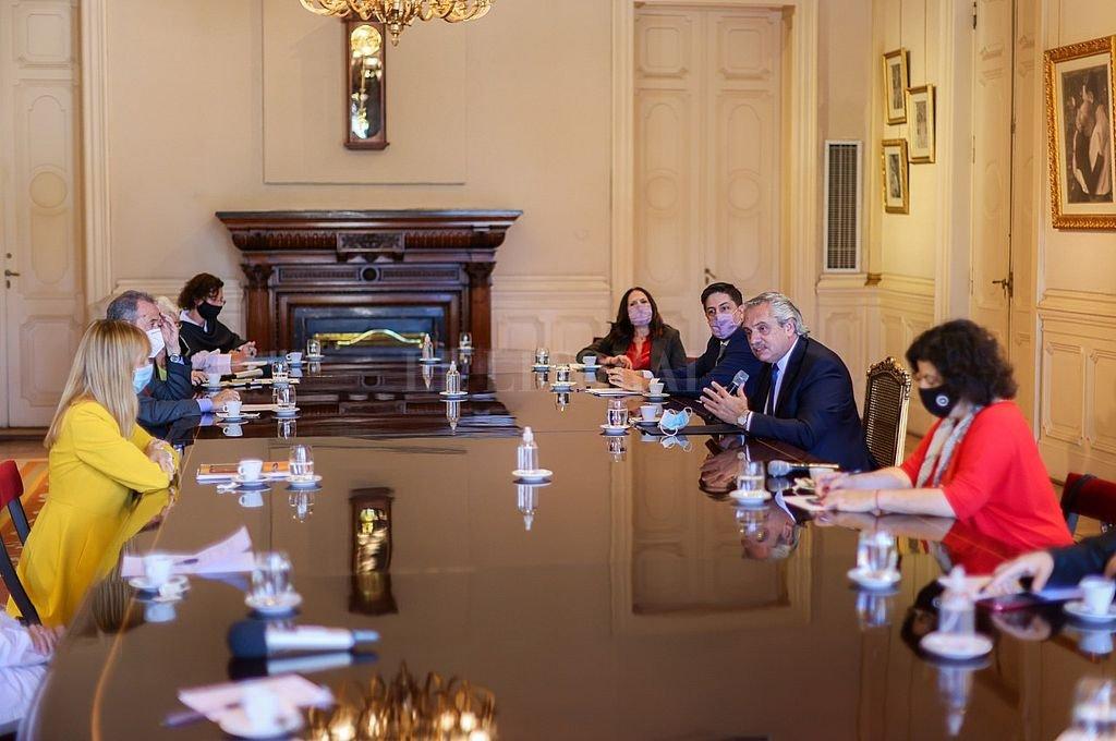 El presidente Alberto Fernández, la ministra de Salud Carla Vizzotti y el titular de Educación Nicolás Trotta en la reunión con los asesores sobre Salud y Educación. Crédito: Presidencia de la Nación