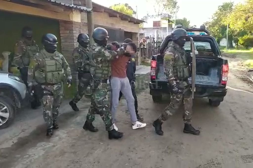 El allanamiento fue realizado por un equipo táctico del Grupo de Operaciones Especiales. Crédito: El Litoral
